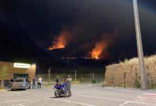 Incendio alle porte di Benevento, vigili del fuoco a lavoro fino a tarda notte