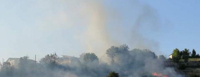 Benevento  Fiamme nei  pressi del centro commerciale, intervento dei vigili del fuoco