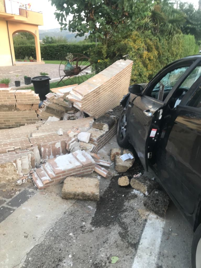 Benevento| Auto contro muro, denunciato per guida in stato di ebrezza il 35enne conducente