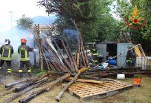 Serino| Deposito agricolo in fiamme, le immagini dell'intervento dei caschi rossi
