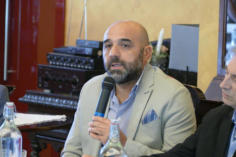 Montella  Rischio contagio, il sindaco chiude le scuole e chiama l'Asl per tamponi di massa
