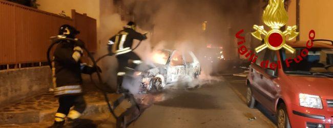 Baiano| Due auto incendiate nella notte in via Diaz, indagini dei carabinieri