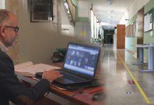 Scuole, De Luca ci ripensa: scuole primarie ancora a distanza (per ora)