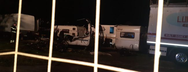 Benevento| Incendio in una roulotte, paura in via Rivellini/Foto e video