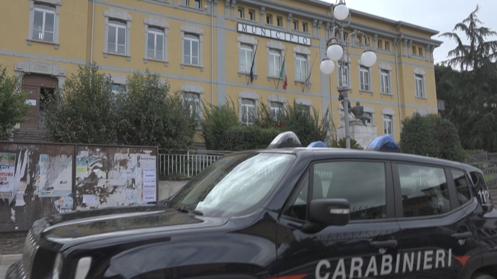 Pratola Serra| Scuola modulare, blitz dei carabinieri al Comune. Perquisizioni a casa di sindaco e assessori
