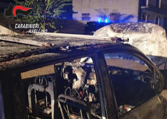 Sant'Angelo all'Esca| Fiat Multipla in fiamme nella notte, indagano i carabinieri