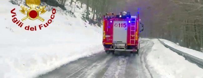 Monte Terminio, dopo una notte al gelo recuperati 3 giovani bloccati dalla neve