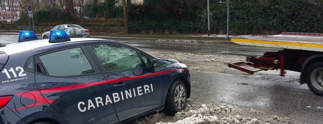 San Martino V. C.| Ubriaco al volante finisce fuori strada: scattano denuncia, ritiro patente e sequestro auto