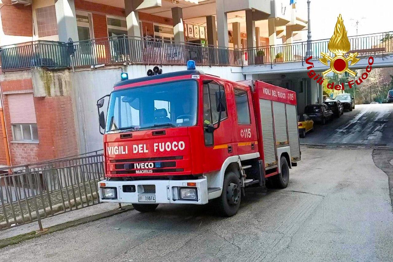 Pietrastornina  Incendio in un'abitazione di via San Rocco, provvidenziale intervento dei vigili del fuoco