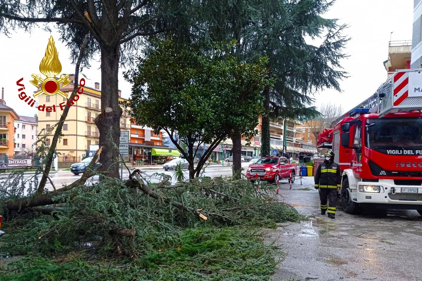 Maltempo sull'Irpinia, situazioni critiche tra Partenio e Valle Caudina. Super lavoro per i vigili del fuoco