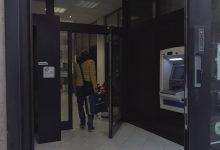 Avellino  Rapina in banca con ostaggi, oltre 32mila euro il bottino. Polizia sulle tracce dei 2 banditi