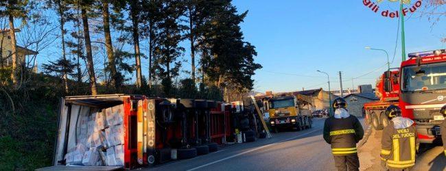 Ariano Irpino| Autoarticolato si ribalta sulla statale 90, ferito il conducente
