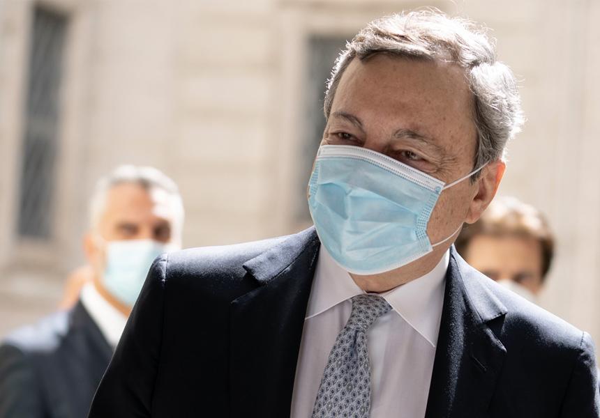 """Draghi: """"Ok seconda dose AstraZeneca per under 60 purché ci sia consenso informato"""". Domani possibili novità su mascherine all'aperto"""