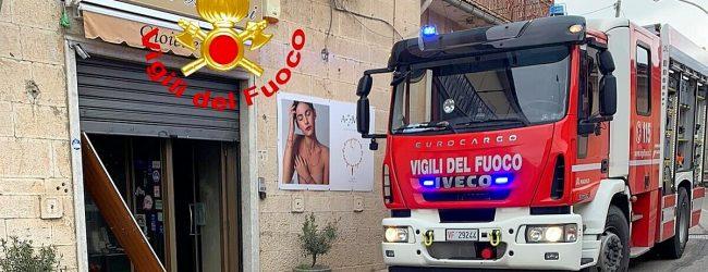 Gesualdo| Fiamme in una gioielleria, provvidenziale l'intervento dei vigili del fuoco