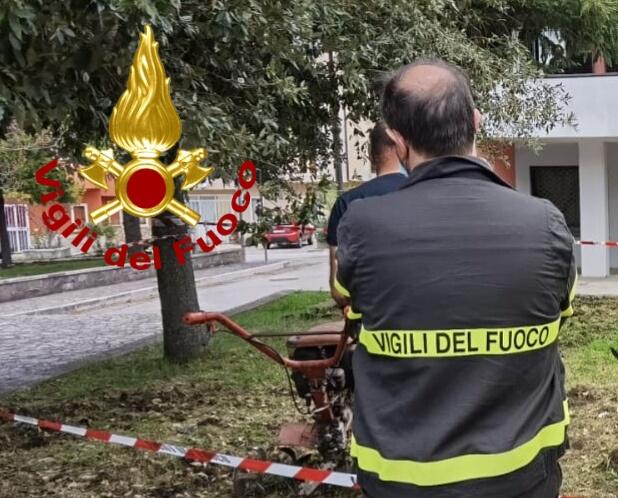 Bisaccia  Si ferisce agli arti mentre pulisce il giardinetto comunale, ricoverato al Moscati