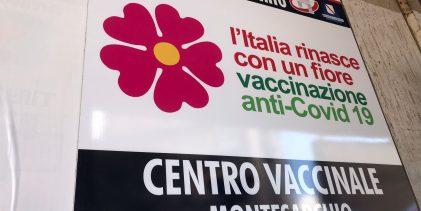 """Montesarchio, il M5S: """"All'hub vaccinale problemi organizzativi, lunghe attese e affollamenti"""""""