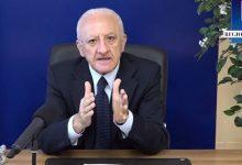 Covid, De Luca firma nuova ordinanza con stretta sulla movida e utilizzo delle mascherine all'aperto
