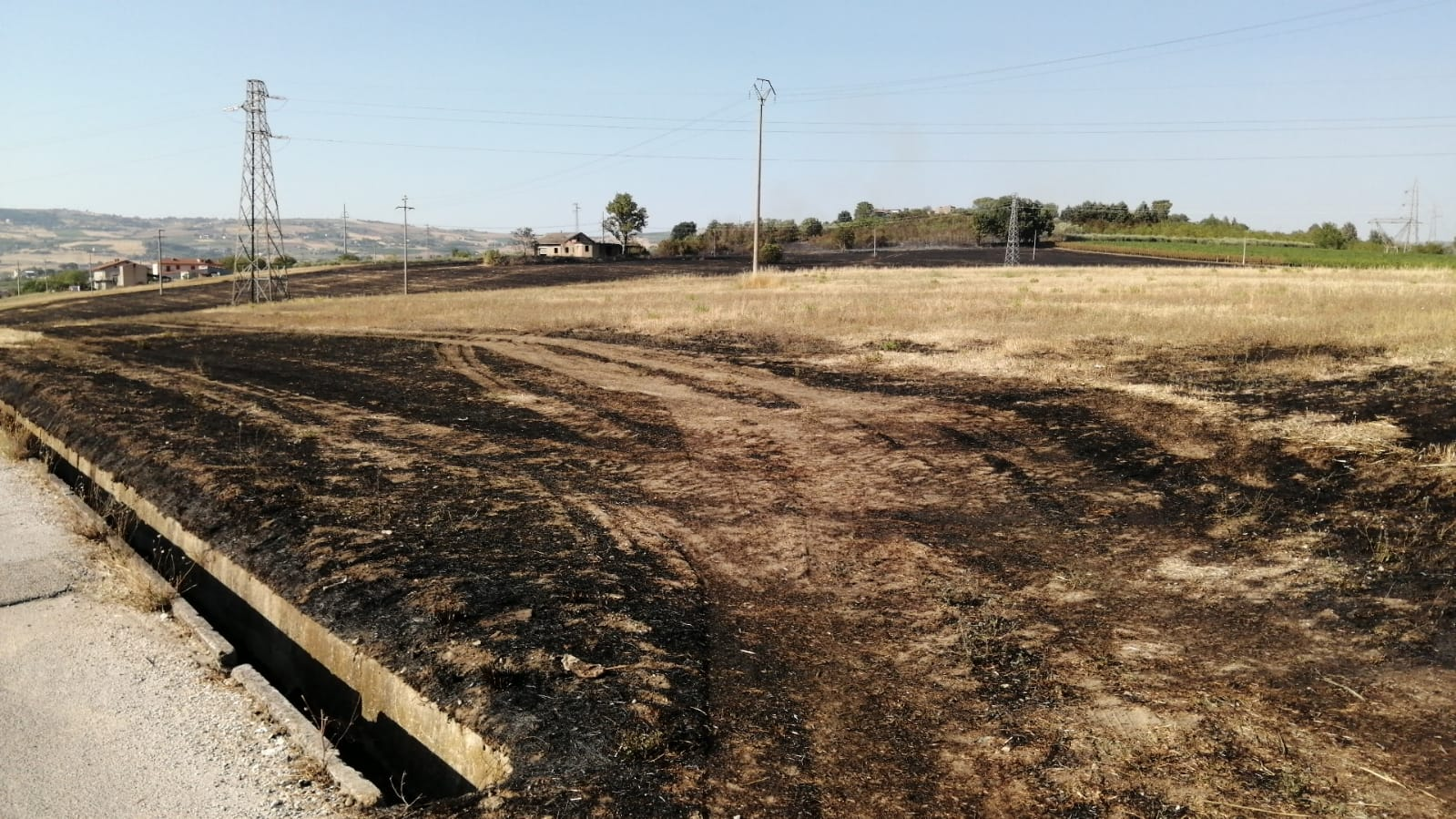 Benevento|Incendio a Contrada Olivola, molta paura ma nessun danno grave