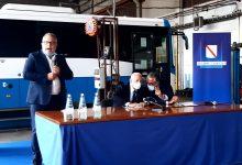 Avellino| De Luca fa visita all'Air: 1500 assunzioni nel settore Trasporti. E ai nuovi autisti: senza vaccino non si lavora