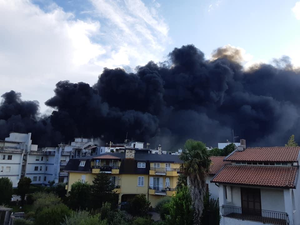 Airola|Vasto incendio nella zona industriale. In fiamme capannoni della SAPA